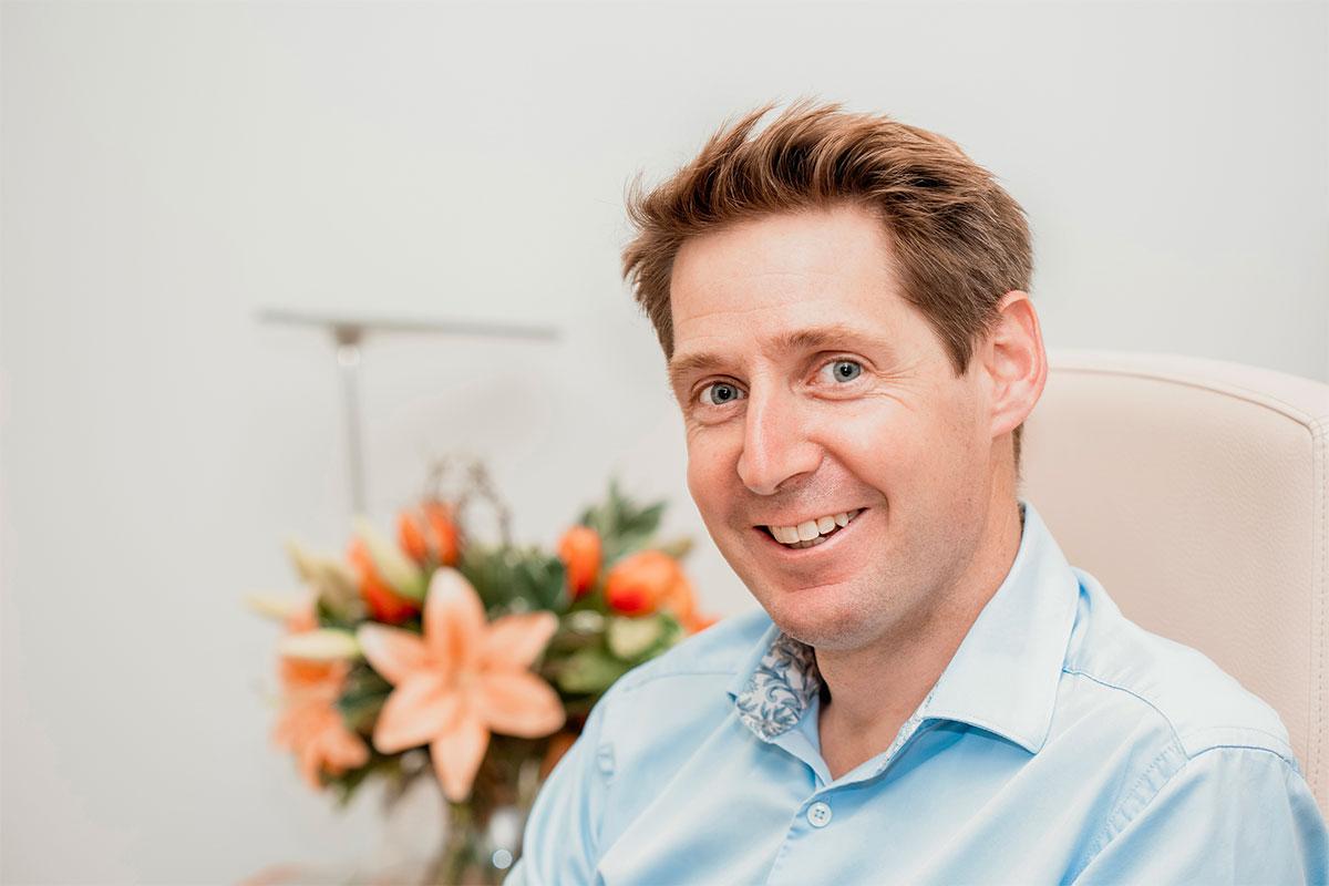 Dr Paul Farrant